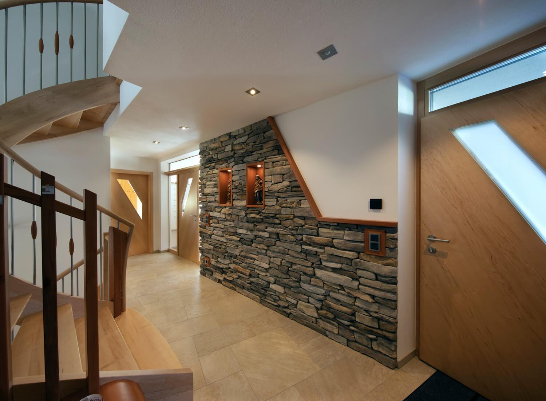 Modernes Wohnhaus mit Smart Home Automatisation